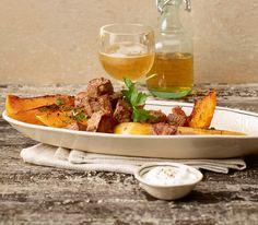 Gebraten schmecken Kürbisse auch sehr köstlich. Diese Kombination mit Lammwürfeln und dem Röstaroma wird Sie überzeugen.