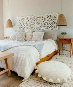 Start your daydreaming in a bohemian room, arranged in the perfect dreamy way and with relaxing deco items and comfortable furniture that will make you want to just sit home and relax. Home Decor Bedroom, Chic Bedroom, Interior Design, House Interior, Boho Master Bedroom, Shabby Chic Bedroom, Small Bedroom, Modern Bedroom, Home Decor