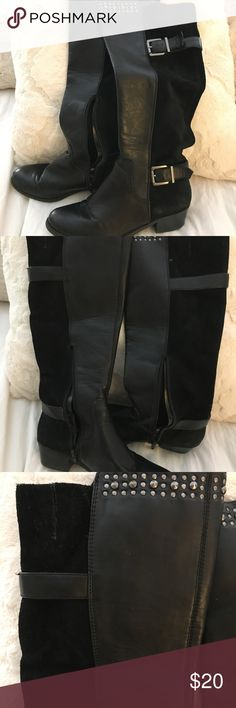 Jessica Simpson winter boots Jessica Simpson Winter boots. Size 7. Worn quite a few times. They're more classy than combat I would say. I always wore them with thick socks. Check out the pics! Xoxo ❤️❤️❤️❤️❤️ Jessica Simpson Shoes Winter & Rain Boots
