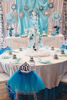 Kara's Party Ideas 'Worth Melting For' Frozen Birthday Party Frozen Birthday Party, Disney Frozen Party, Frozen Theme Party, Disney Princess Party, Cinderella Party, Baby Shower Princess, 1st Birthday Parties, Girl Parties, Pink Cake Pops
