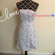 Vineyard Vines Strapless Dress Size 2 NWOT Vineyard Vines Beautiful Strapless Dress in Fine Cotton/Spandex. Feminine and Classy Floral Print of Coral and Blue Lilies. It Looks Like A Charleston SummerBustier Top and Side Zip with Sturdy Boning. Lots of SupportSize 2.  Vineyard Vines Dresses Strapless