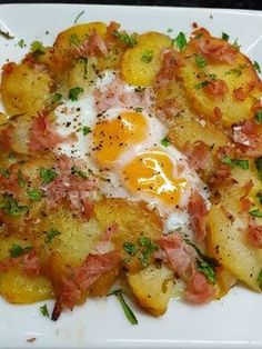 PATATAS A LO POBRE GRATINADAS CON HUEVOS Y JAMÓN COCIDO CBF@ Veggie Recipes, Appetizer Recipes, Diet Recipes, Cooking Recipes, Healthy Recipes, Potato Recipes, Savory Breakfast, Breakfast Recipes, My Favorite Food