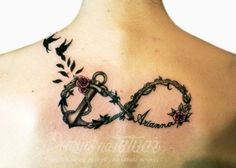 Tatuaż nieskończoność z kotwicą na plecy