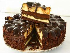 Μια τούρτα που πραγματικά έλειπε από το συνταγολόγιο μου. Τούρτα προφιτερόλ. Αυτό το υπέροχο γλύκισμα που όλοι λατρεύουμε, τώρα και σε τού... Greek Sweets, Greek Desserts, Party Desserts, Sweets Cake, Cupcake Cakes, Sweets Recipes, Cake Recipes, Pastry Cook, Think Food
