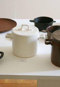 Ways to Incorporate Ceramic Into Your Interior Design Ceramic Tableware, Porcelain Ceramics, Ceramic Mugs, Ceramic Pottery, Best Pans, Advanced Ceramics, Tea Design, Vintage Kitchenware, Pottery Sculpture
