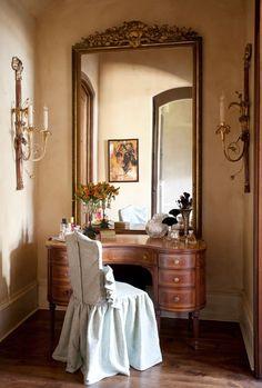 "love the ""housse"" fo rthe chari --gorgeous vanity"