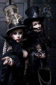 Steampunk tendencies on gothic. Steampunk Cosplay, Couture Steampunk, Viktorianischer Steampunk, Steampunk Clothing, Steampunk Fashion, Gothic Fashion, Dark Fashion, Goth Beauty, Dark Beauty