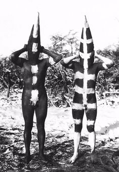 The Lost Tribes of Tierra del Fuego: Rare and Haunting Photos of Selk'nam People Posing With Their Traditional Body-Painting ~ vintage everyday Des Photos Saisissantes, Matisse, Body Painting Men, Jungle Life, Art Tribal, Haunting Photos, People Poses, Vintage Classics, African Culture