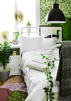 I'm not a green interior fan but I love this. Something soothing about green and white.