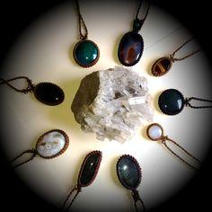 colares de macramê com pedras