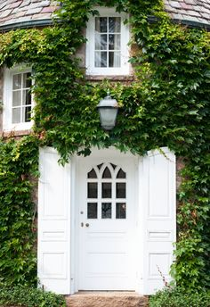 The doors and windows.-beautiful climbing vines and white door. Front Door Paint Colors, Painted Front Doors, White Front Doors, Double Doors, The Doors, Windows And Doors, Small Windows, Exterior Design, Interior And Exterior