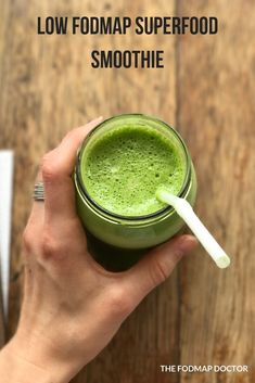 If you're looking for a healthy smoothie recipe that won't leave your gut feeling uneasy, then this recipe is for you! My Low FODMAP Superfood Smoothie is packe Healthy Breakfast Smoothies, Easy Smoothie Recipes, Health Breakfast, Breakfast Recipes, Healthy Juices, Healthy Drinks, Protein Shakes, Dieta Fodmap, Fodmap Breakfast
