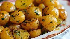 Vyskúšajte novú prílohu zo zemiakov a pripravte ich podľa tohto receptu z youtube. Takto dochutené a opečené zemiačky sú hotovou delikatesou! Potatoes, Vegetables, Youtube, Food, Potato, Essen, Vegetable Recipes, Meals, Youtubers