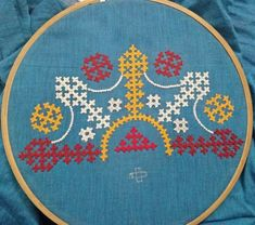 Hand Embroidery Dress, Hand Embroidery Videos, Flower Embroidery Designs, Creative Embroidery, Embroidered Blouse, Embroidery Patterns, Crochet Patterns, Silk Kurti Designs, Blouse Designs