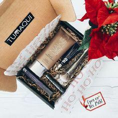 En navidad sorprende a esa persona especial con un Box Tumaqui. - Visita www.tumaqui.com y consulta nuestros accesibles planes. - #tumaqui #makeup #maquillaje #tips #belleza #contorno #makeuplover #makeuprevolution #labios #lipstick #iluminador #vidademaquilladora #gloss #blogger #envios #gratis #nacional #internacional #box #productos #instamakeup #base #blush #maquillador #delineador #makeupaddict #fashion #mujer #moda #makeupfan
