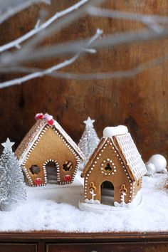 Everyone can decorate their own gingerbread house this Christmas, with these cute mini versions