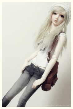 Lovely clothes. Also She Could Be A Real Person In This Outfit, And Blend Into Todays Society!   XD