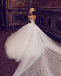 Golvarchin is in love with Nurit Hen wedding dresses❤️ via Belle the Magazine گل ورچين عاشق لباس عروسهاى طراح نوريت هِن است #Nurithen#hautecouture#talenteddesigner #weddingdress#fashionworld#fashionstyles #fashionlovers#fashionblog#persianblogger #beautifulgown#inlove#bridalcollection2016 #fashioninspirations