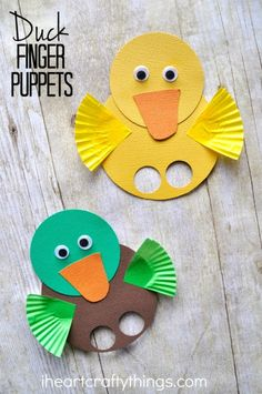 These duck finger puppets are simple to make and are a great spring kids craft. … These duck finger puppets are simple to make and are a great spring kids craft. Visit a local pond to feed the ducks and then come home and make a cute duck craft. Duck Crafts, Easter Crafts, Easter Art, Holiday Crafts, Pond Crafts, Farm Crafts, Easter Eggs, Spring Crafts For Kids, Diy For Kids