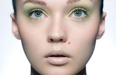 Googles billedresultat for http://www.eyehow.net/wp-content/uploads/2012/10/green-eye-makeup-for-green-eyes-321x209.jpg