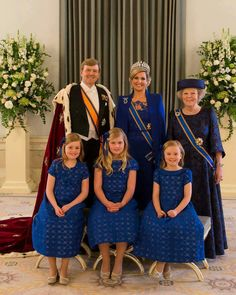 King Willem-Alexander, Queen Maxima, the princesess Amalia (m), Alexia(l) en Ariane(r) and princes Beatrix.
