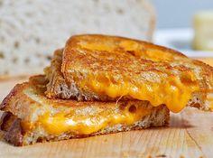 Certifique-se que todos os ingredientes do seu queijo quente estão em temperatura ambiente antes de começar. | 23 dicas fáceis para deixar sua comida deliciosa