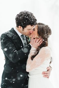 wedding pictures Winter Wedding Inspiration at Green Valley Ranch Wedding Picture Poses, Wedding Poses, Wedding Photoshoot, Wedding Shoot, Wedding Couples, Wedding Pictures, Wedding Engagement, Winter Engagement, Engagement Pictures