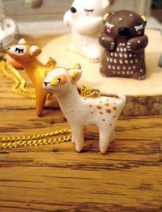 """Sautoir Totem """"Ma Bichette blanche"""" oMamaWolf porcelaine froide longue chaîne dorée"""