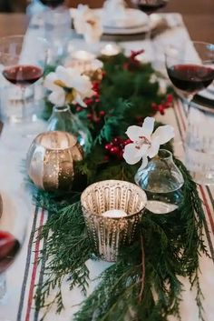 40+ Spectacular Ideas for Xmas Tablescape Merry Little Christmas, Christmas Love, All Things Christmas, Summer Christmas, Christmas Bedroom, Christmas Wedding, Christmas Tablescapes, Christmas Table Decorations, Holiday Decor