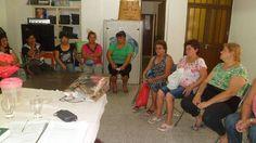 INFORMANDO DERECHOS Con el objetivo de informar sobre los derechos y obligaciones, tanto de las patronales como de las empleadas domésticas; desde el Departamento de Amas de Casa, Empleo Doméstico e Igualdad de Oportunidades dependiente de la Subsecretaría de Trabajo Corrientes, se llevan adelante charlas en escuelas de distintos barrios de la Capital.  El lunes pasado se realizó en el SUM de la Escuela Diferencial Tobar García bajo la dirección de la Sra. Marta Escobar y la Vice directora…