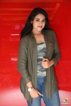 Beautiful Girl Photo, Beautiful Girl Indian, Most Beautiful Indian Actress, Most Beautiful Women, Indian Actress Hot Pics, Tamil Actress Photos, Indian Actresses, Cute Beauty, Beauty Full Girl
