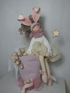 Cartamodello April – Le Pigottine di Vanda Chiffon, Fabric Dolls, Art Dolls, Diy And Crafts, Easter, Camilla, Cute, Handmade, Aurora