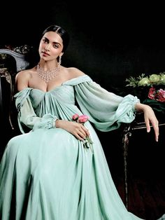 Deepika Padukone Looks Nothing Short Of A Goddess In This Tanishq Photoshoot Indian Celebrities, Bollywood Celebrities, Bollywood Fashion, Bollywood Actress, Style Deepika Padukone, Deepika Padukone Latest, Hot Actresses, Indian Actresses, Glamour