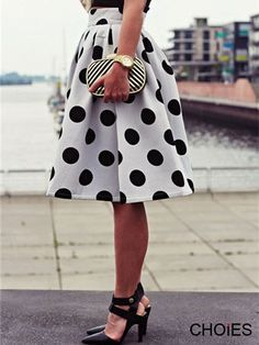 Super Cute! Love this Black and White Polka Dot Skater Skirt/ pinning for the link!