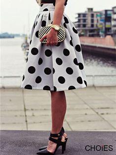 Super Cute! Love this Black and White Polka Dot Skater Skirt/ pinning for the link!