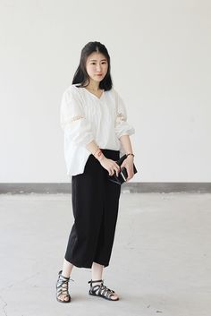 Simple hollow Puff jacket, super fairy, with the loose wide leg pants casual and simple special.