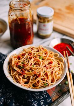 Sesame noodles, or ma jiang mian (麻酱面) are a Shanghainese classic. A delicious weeknight or lunchtime meal to enjoy, sesame noodles are really easy to make.