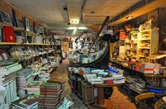 """Librería """"Acqua Alta"""": La Librería más Bonita del Mundo"""