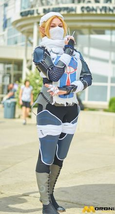 Sheik from Legend of Zelda cosplay