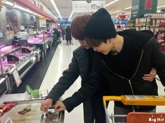 Aww mom jin shopping with son chimchim