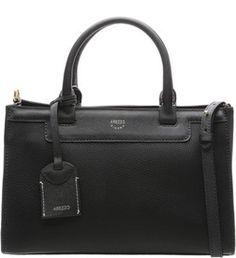 e7b7f380e Elegante, a bolsa tote estruturada na cor preta é superespaçosa, perfeita  para quem tem