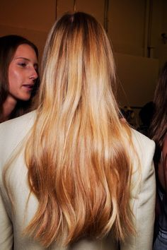 Rahua Omega 9 Hair Mask for shiny healthy hair. My Hairstyle, Messy Hairstyles, Pretty Hairstyles, Cut Her Hair, Hair Cuts, Hello Hair, Natural Hair Styles, Long Hair Styles, Good Hair Day