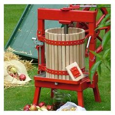 Produce up to 12 litres in one operation of freshly pressed apple juice with this tough, steel and beech constructed 36 Litre Cross-Beam Press http://www.harrodhorticultural.com/cross-beam-fruit-press-36-litres-pid7915.html  Cross-Beam Fruit Press (36 litres) - Harrod Horticultural (UK)