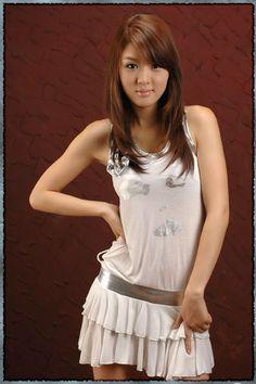 Sexy South Korean top model Hwang Mi Hee wallpapers 320x480 (11)