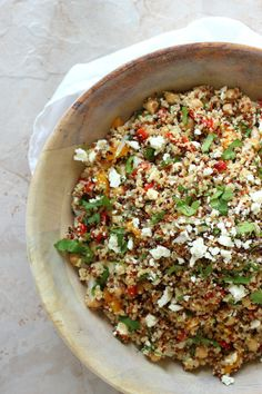Healthy Quinoa salad is the perfect choice for a potluck or party side dish! Packed with protein, roasted peppers and cilantro. It's so tasty! Vegetarian Recipes, Cooking Recipes, Healthy Recipes, Healthy Salads, Healthy Eating, Healthy Food, I Love Food, Good Food, Quinoa Salad