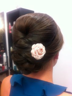 Bridal hair #bride #bridalhairstyles #updos #simpleupdo #weddings #weddinghair