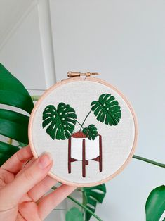 Modern Embroidery, Embroidery Hoop Art, Hand Embroidery Patterns, Cross Stitch Embroidery, Embroidery Designs, Simple Cross Stitch, Sewing Art, A Boutique, Textiles