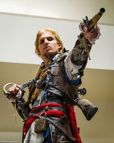 Edward Kenway #Animecon2014 Bad ass!! He seriously looks exactly like Edward, his face and everything!