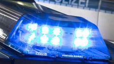 Ein Blaulicht leuchtet auf dem Dach eines Polizeiwagens: In Viersen konnte Beamten einen Vergewaltiger festnehmen. (Archivbild) (Quelle: dpa/Friso Gentsch)