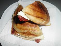 Pequenos almoços e lanches French Toast, Breakfast, Food, Ham And Cheese, Baguette, Chicken, Box Lunches, Meal, Eten